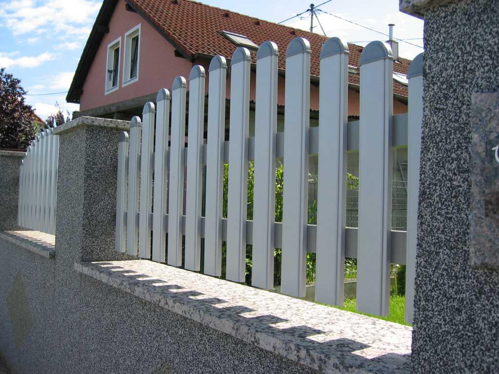 Rader-Balkon_OÖ_Bezirk_Schärding_Bezirk_Rohrbach_Aluzaun_Nutlatte-01