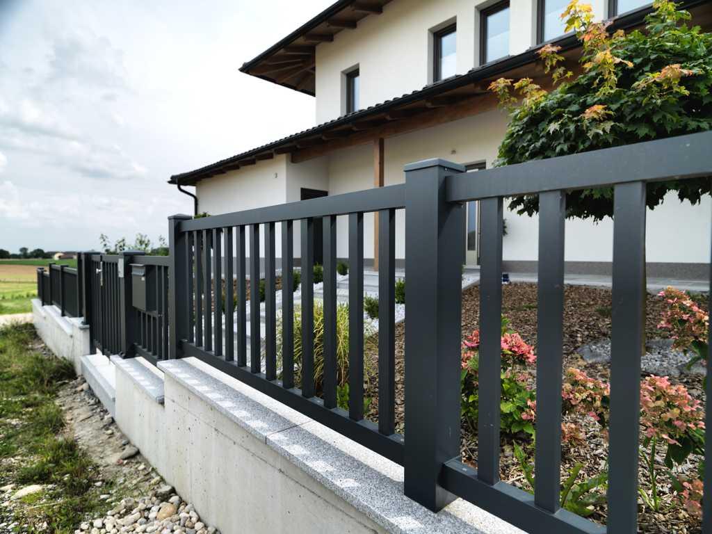 Rader-Balkon_OÖ_Bezirk_Schärding_Bezirk_Rohrbach_Aluzaun_Stakete-11